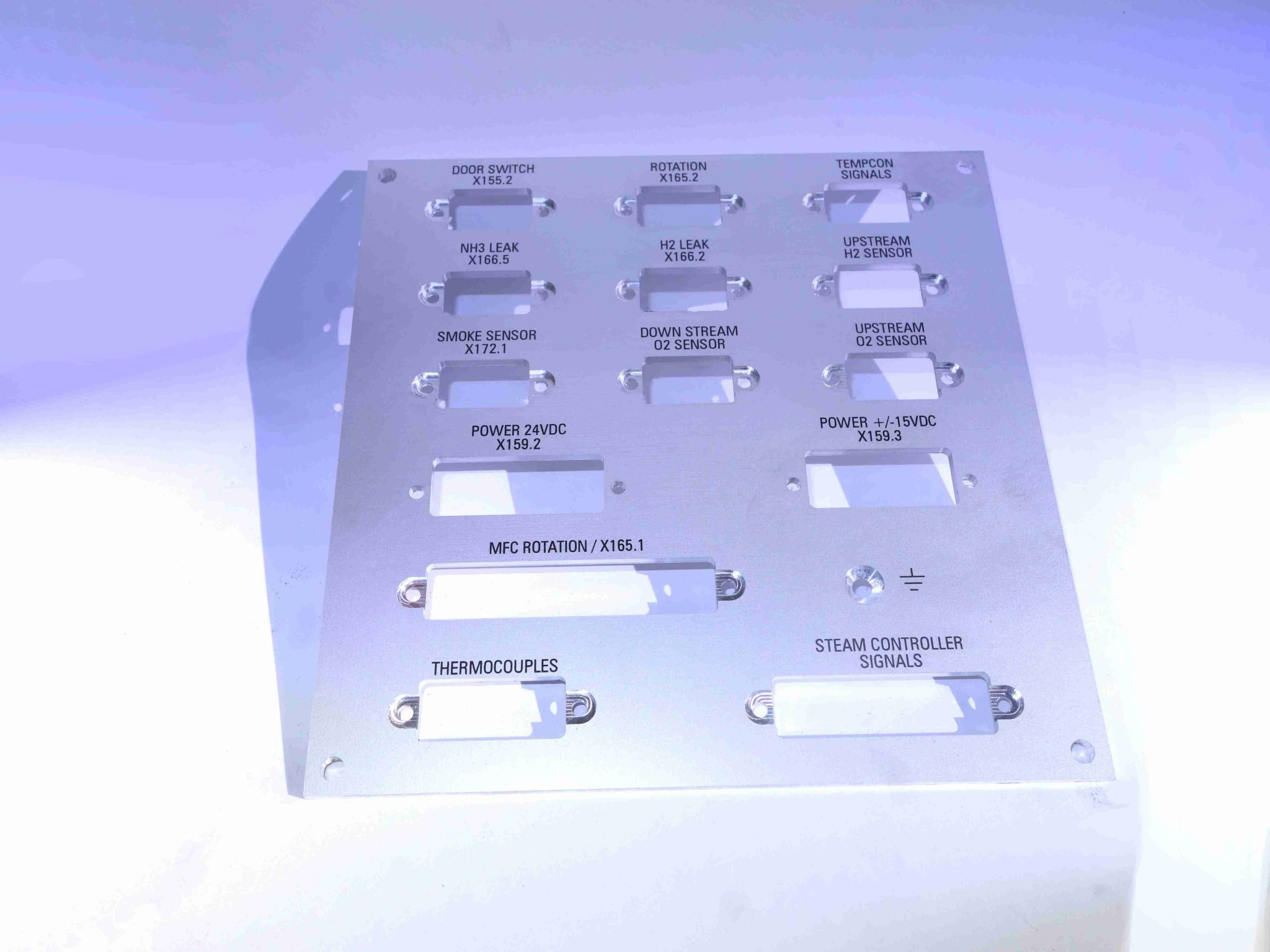 Frontplatten aus Kunststoff oder Aluminium